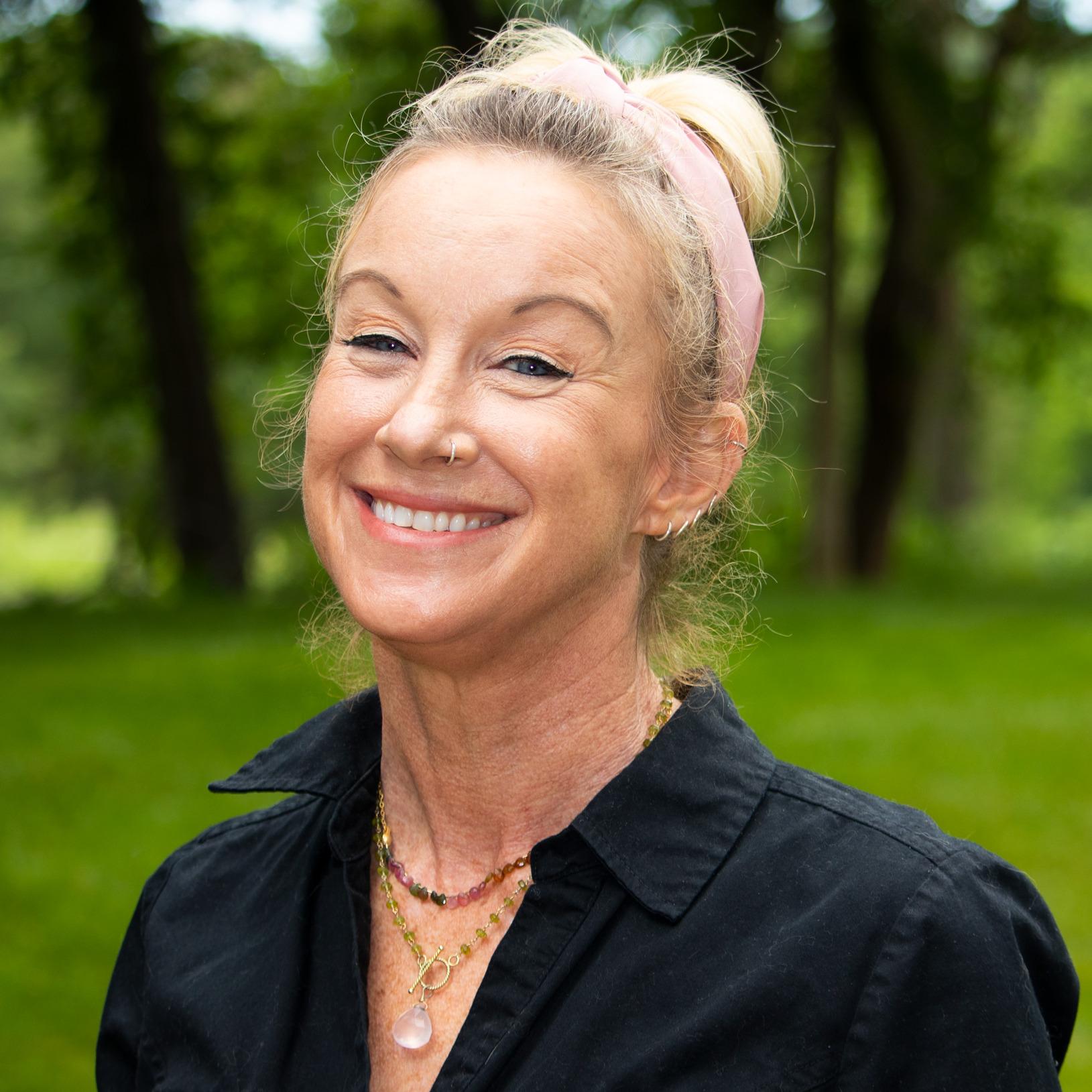 Profile photo of Elle Roth